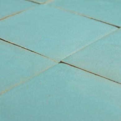 Niebieska płytka gliniana